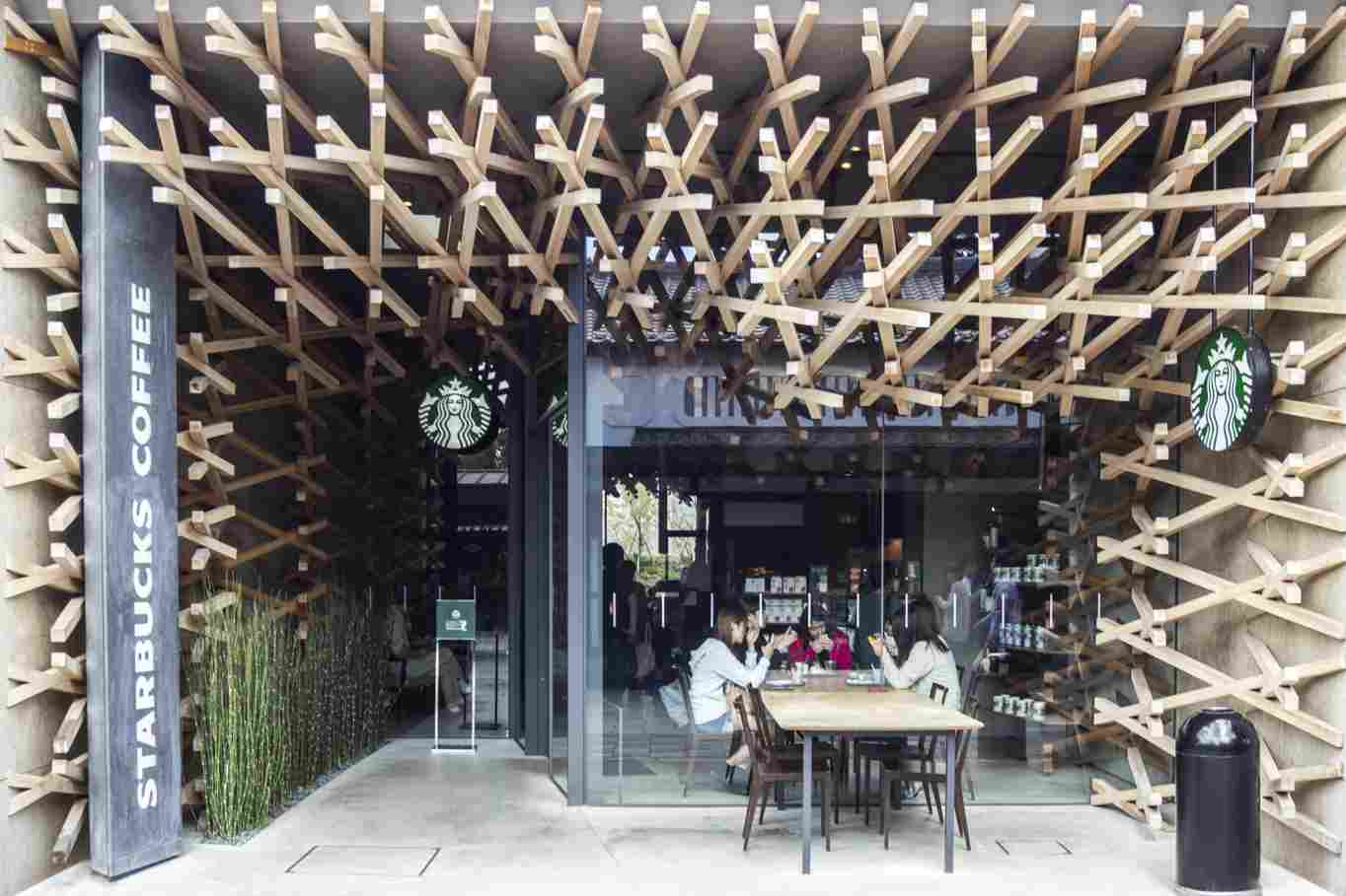 Starbucks-Coffee-Shop-Fukuoka-Japan